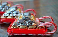 В данном обзоре мы рассказываем и показываем, как делаются сани из конфет на Новый Год своими руками. Здесь представлены три разных мастер-класса.