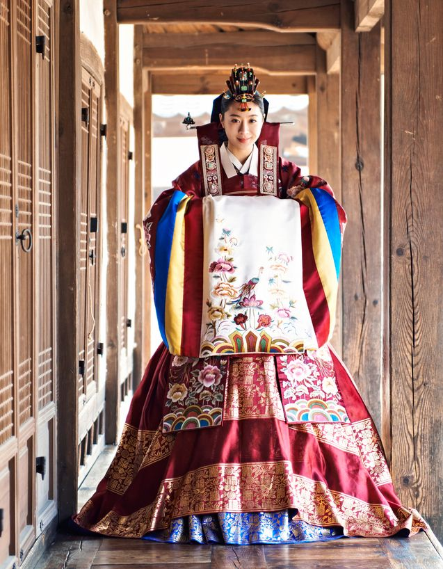 A bride's hanbok worn at a traditional Korean wedding. http://www.antiquealive.com/Blogs/Hanbok_Traditional_Korean_Clothing.html