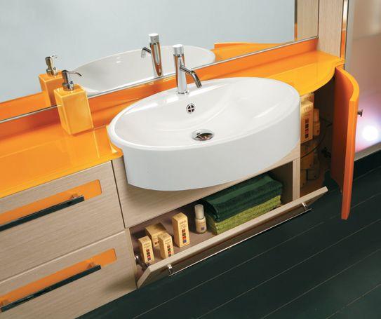 Merati - Mobile bagno arancio acceso. Colorato e ricco di cassetti organizza in maniera gioisa il bagno dei bambini.
