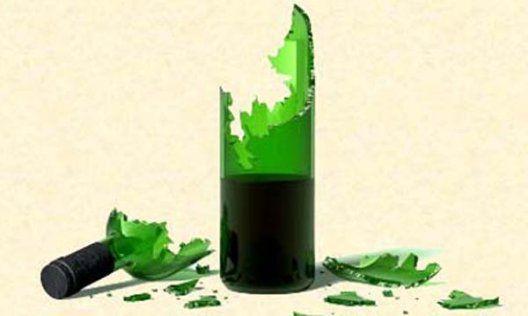 Resultado de imagen de botella rota