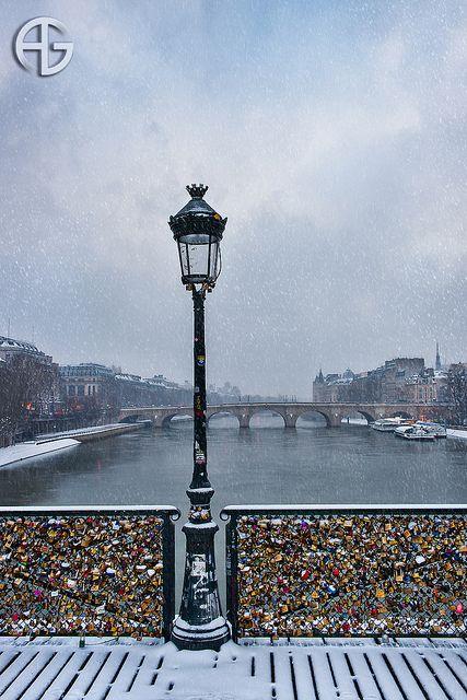 Pont des Arts, Paris. Devastatingly romantic.