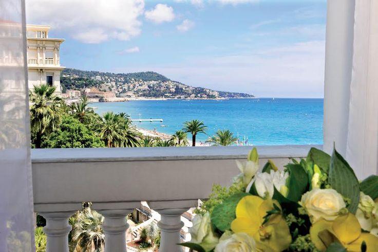 Ко дню всех влюбленных Le Negresco подготовил программу отдыха для пар, включающую размещение в номере или сьюте, континентальный завтрак, два бокала шампанского по прибытии и романтический подарок.