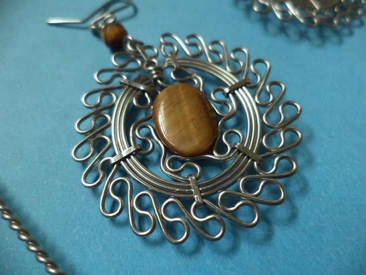 2137 best Beautiful wirework images on Pinterest | Wire jewellery ...