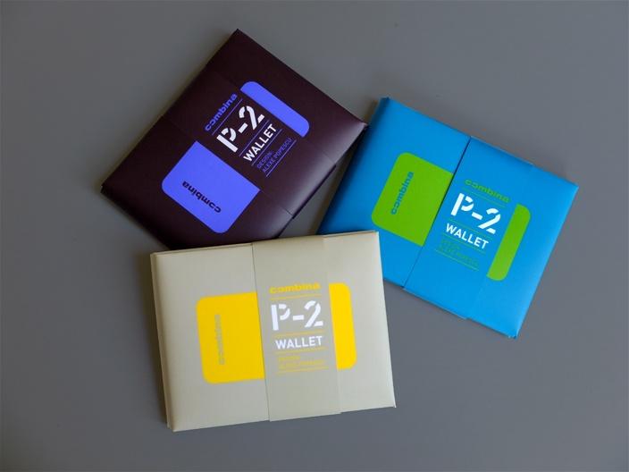 Combina P-2 wallet - Un portofel foarte uşor şi compact din hârtie plastifiată, cu compartimente pentru carte de identitate, card și bancnote standard europene. Asamblare manuală de tip origami fără lipire sau coasere. Pliul central permite incarcarea portofelului fara tensionarea lui. Fanta pentru acces rapid la compartimentul mediu. După o spălare la maşina de spălat portofelul rămâne funcţional. După o lună de purtare în buzunar, logoul p-2 apare în relief pe ambele feţe.