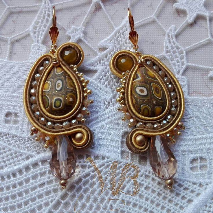 Spicy Mustard Earrings  #earrings #soutache #soutachemania #jewel #jewelry #handmadejewelry #handcraft #handmade #madeinitaly #madewithlove #craft #crafter #thankgoditscraftday #mustard #woman #accessories #spicymustard #camel