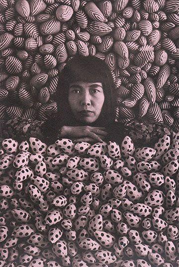 y a y o i k u s a m a A R T I S T  posing in her installation International Galerij Orez, 1965