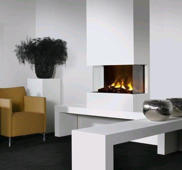 De #Faber 3-Step Opti-Myst is een elektrische inbouwhaard met het 3-dimensionale Opti-myst vuur. De Faber 3-Step Opti-Myst #haard kan als 3-zijdige, 2-zijdige of als front haard ingebouwd worden. #Fireplace #Fireplaces #Interieur
