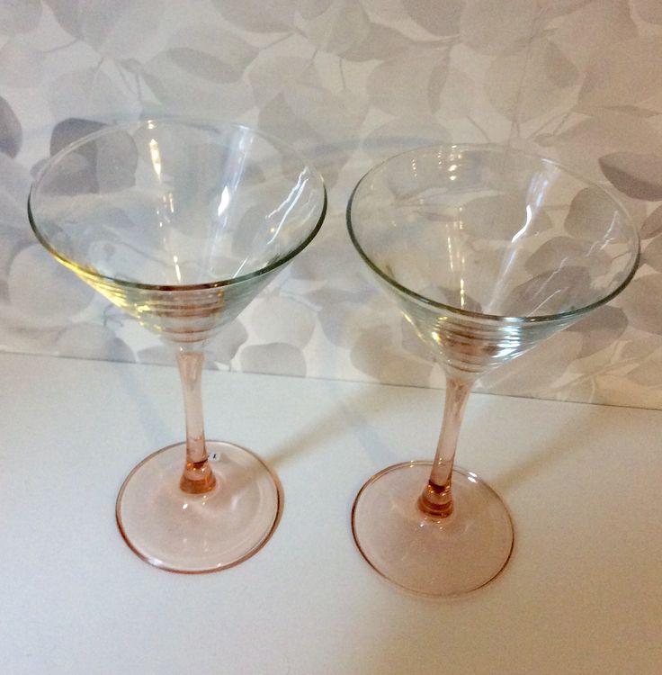 cocktaillasi samppanjan värisellä jalalla. @kooPernu