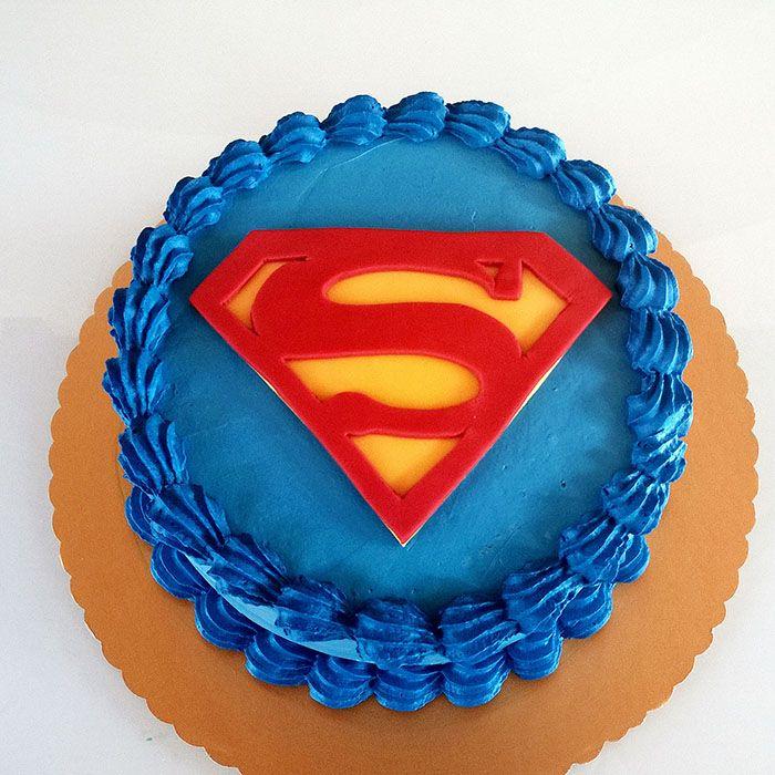 Torta superman con panna... http://www.marypopcake.it/cakedesign-bimbi/