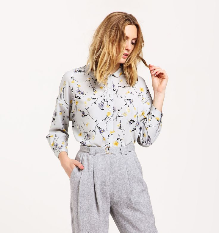 Floral blouse with round collar and dip hem   Modern and feminine, this floral blouse will instantly lighten up your new season wardrobe. Designed with a flattering round collar, dip hem, side splits and three-quarter length sleeves, wear this with our grey peg leg trousers for a cute office style.  https://www.paisie.com/collections/new-in/products/floral-blouse-with-round-collar-and-dip-hem