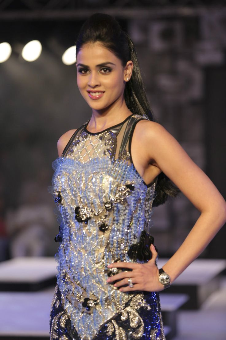 Quick! Get your digital cameras out before you miss that shine. Genelia you're awesome.