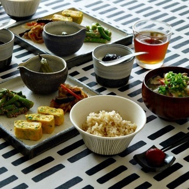 和食器で朝ごはん //Manbo