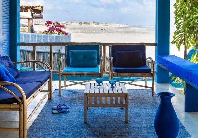 Le Petit Hotel De Reve Imagine Par Stella Cadente Du Bleu Du Bleu Et Encore Du Bleu Mobilier Jardin Decoration Exterieur Et Petit Hotel
