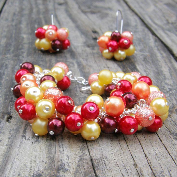 Krása barev - Západ slunce Krásný ketlovaný náramekse skleněnými korálky vodstínech oranžové ažluté a červené-voskové perličky. Náramek je výrazný a svěží. Náramek je dlouhý 18 cm + 3 cm prodlužovací řetízek. K náramku je možné nakoupit náušnice, které jsou také v nabídce.