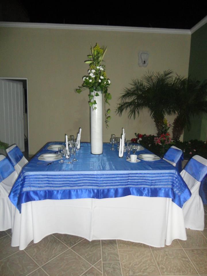 Mesa cuadrada con mantel blacno cubremantel en organza for Manteles de mesa cuadrada