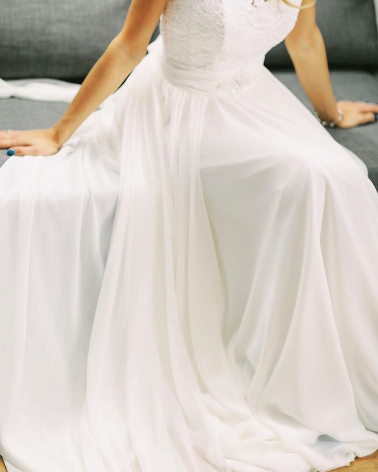 Inspiracje ślubne 2017  ciąg dalszy. Na zdjęciu piękna suknia z Wrocławskiego salonu sukien ślubnych Celebrity. . . . . #slub #wedding #weddings #weddingphotographer #bride #fotografslubny #justmarried #married #warsaw #sukniaślubna #slubwplenerze #brides #slubplenerowy #sukniaslubna #pannamloda #detale #details #detail #fotografslubnywarszawa #weselewnamiocie #luxury #wedbookpl #fotografnaslub #detail #weddinginspiration #luxurywedding #bridebook #weddingseason #fineartphotography…