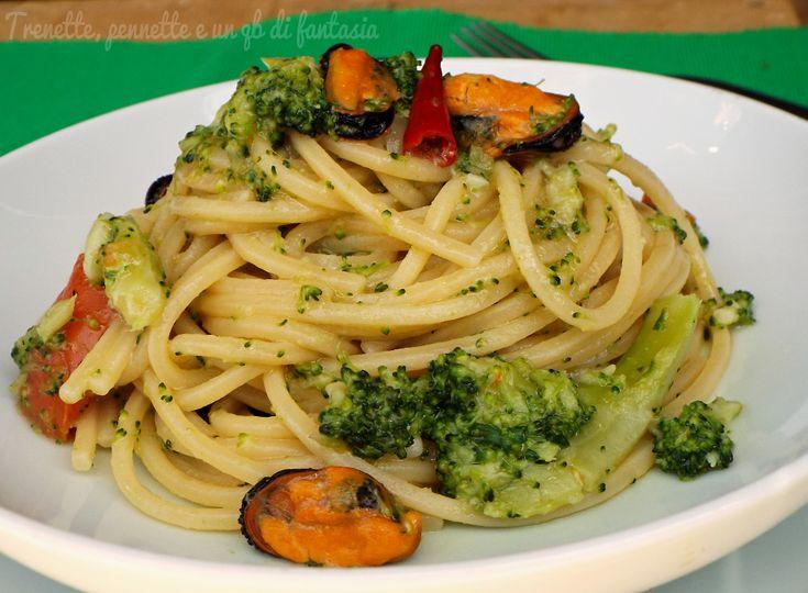 Spaghetti quadrati con broccoletti e cozze, ebbene si..oggi vi propongo un primo piatto sublime nei sapori. Preparato con verdura e molluschi. Lo avete mai