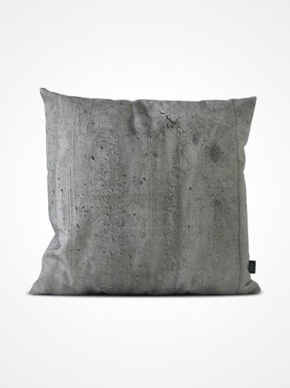 HOW ARE YOU (Zweden) is bijna tien jaar geleden ontstaan, maar pas sinds 2011 heeft HOW ARE YOU het daglicht gevonden.    De filosofie is simple, de ontwerpers doen dit omdat ze het leuk vinden en doen alleen wat ze leuk vinden en hopelijk vinden wij het ook leuk.     Absoluut. Ik wil deze, want ik hou van beton, ook al is het kussen nog zacht. Ook met houtprint erg mooi.