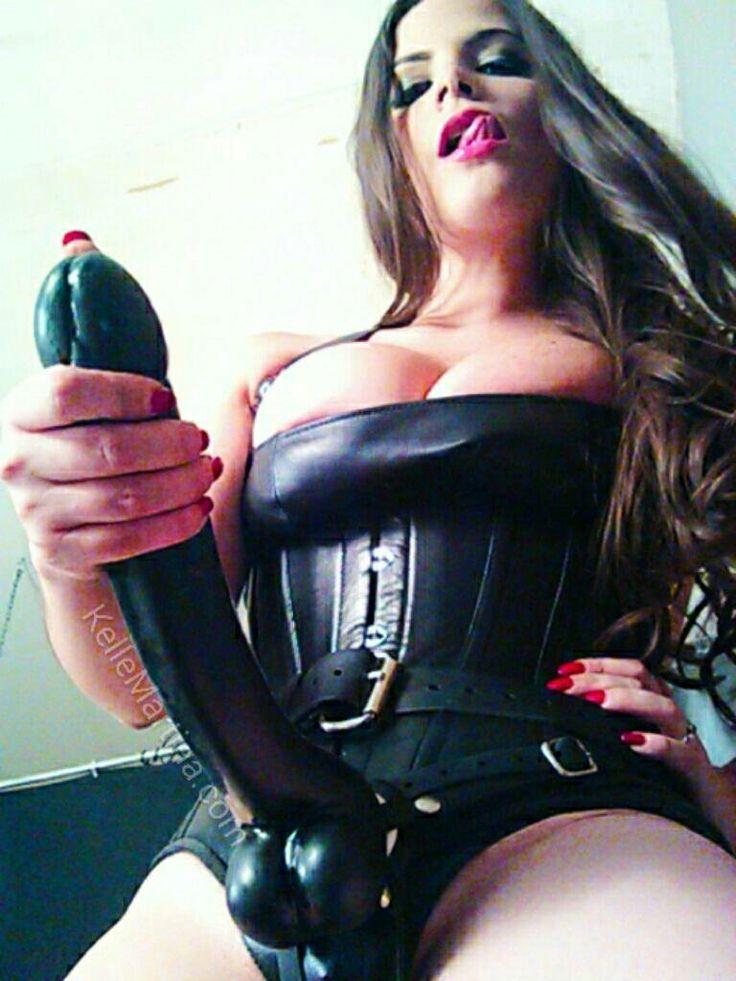 trickles-topless-dominatrice-suck-dick-porn-nudes