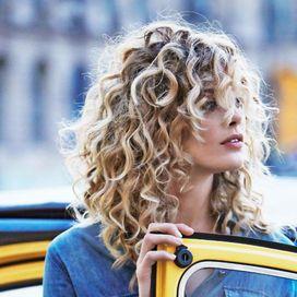 Acconciature per capelli mossi ricci