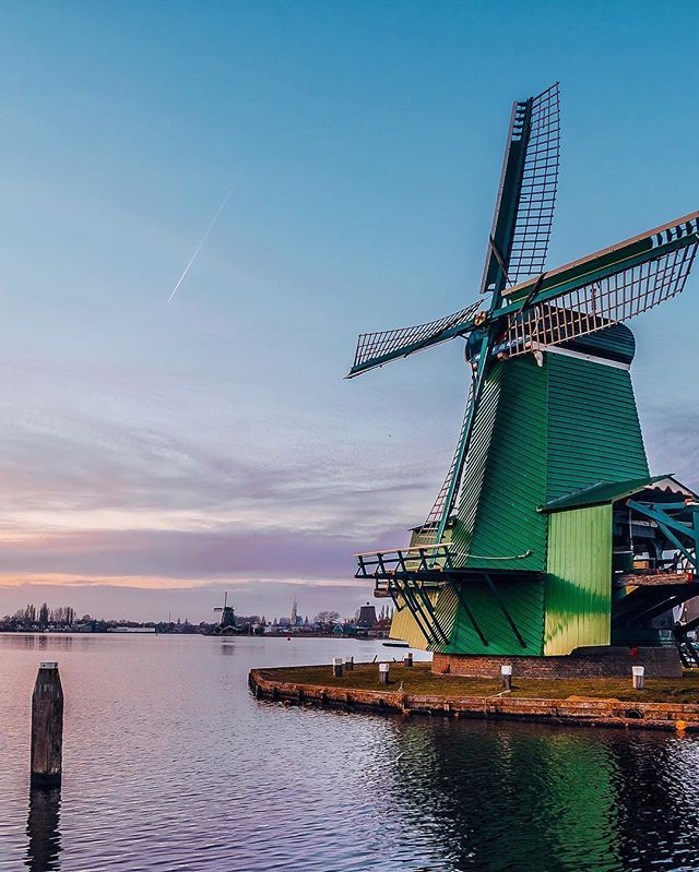 Our awesome weekend with friends is over. 😢 We had a wonderful time exploring the magnificent Amsterdam and after that we decided to add one more  stop in The #Netherlands, which was the #ZaanseSchans and it's iconic windmills. 😍 It was a cherry on top after the whole weekend spent in this unique country! 🍒 Actually, it seems like it wasn't enough of #Holland for us and today, for the last day of our friends stay, we decided to visit another #Dutch city - The Hague. 🚙🇳🇱 #TravelersChild…