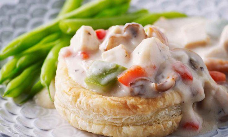 Les restants de poulet cuit sont transformés en repas français élégant grâce à cette recette. | Le Poulet du Québec