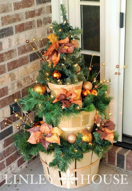 Apple Basket Christmas Decor - This tiered Christmas display was super easy to build. All that you will need are baskets (or some other kind of stackable containers), some miscellaneous pieces of scrap wood, wood screws, a drill and your favorite Christmas garland/decor items.: