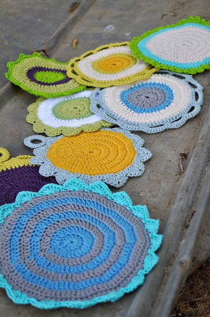The color choices make all the difference for this free crochet dishcloth pattern by Mandy Powers.