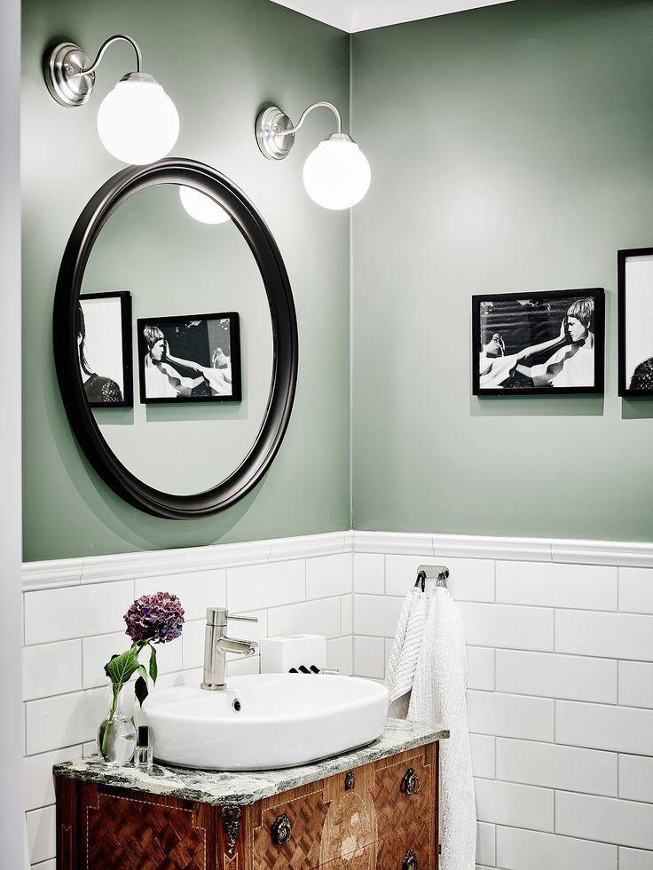 Ljussättning bredvid spegel
