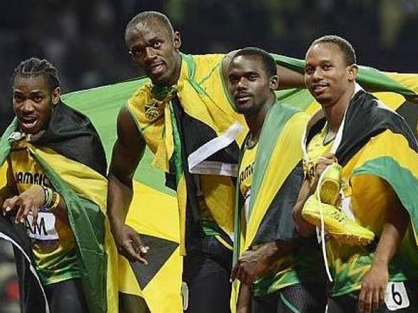 Carter, Frater, Blake e Bolt oro olimpico e record del mondo con 36.85
