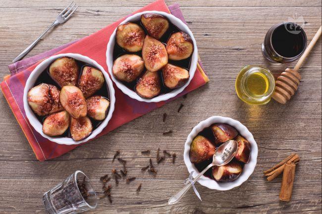 A metà tra frutta e dessert, i fichi in salsa di vino rosso sono capaci di allietare qualsiasi palato con il loro profumo e il loro gusto amabile.
