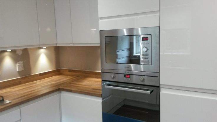 Single oven with built in Microwave. helps free much needed worktop space