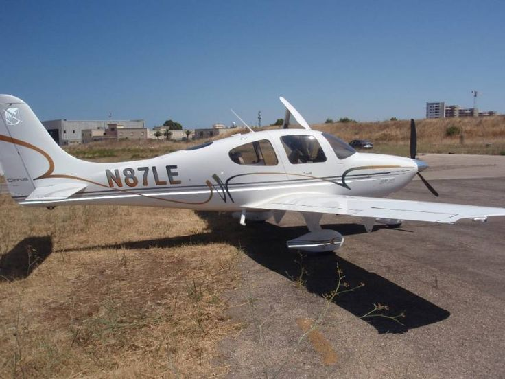 2002 Cirrus SR20 for sale in Bari, Italy => http://www.airplanemart.com/aircraft-for-sale/Single-Engine-Piston/2002-Cirrus-SR20/9941/