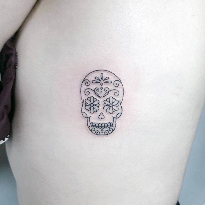 Sugar skull on the left side ribcage.
