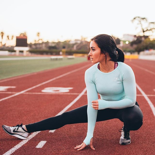 Stretch out. Ally Stone warming up in her Seamless Long Sleeve and Sculpture leggings combo. Clothing, Shoes & Jewelry : Women : Clothing : Active : gym http://amzn.to/2lL2x3Ehttps://gymshark.com/products/gymshark-seamless-long-sleeve-top-mint-green-marl