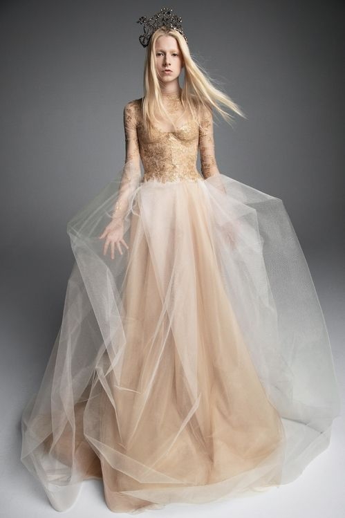 bca267c5e3c 16 robes de mariées idéales pour un mariage d hiver en 2019 ...