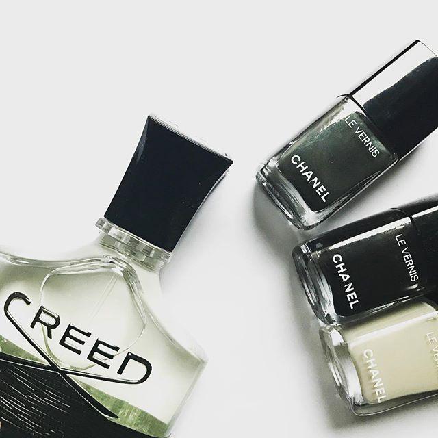 ・ CREED AVENTUS ・ メンズの香水 ・ 男性でつけていらっしゃる方がいらして、どこのものか教えていただいてからの縁 ・ トップは苦手ですが、ミドルからラストが好きです ・ ・ #creed #aventuscreed  #chanel #シャネルネイル  #セルフネイル  #香水好きな人と繋がりたい
