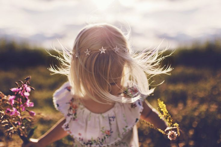 """Suzanne Taylor finalist of monthly child contest """"Summer Wind"""""""