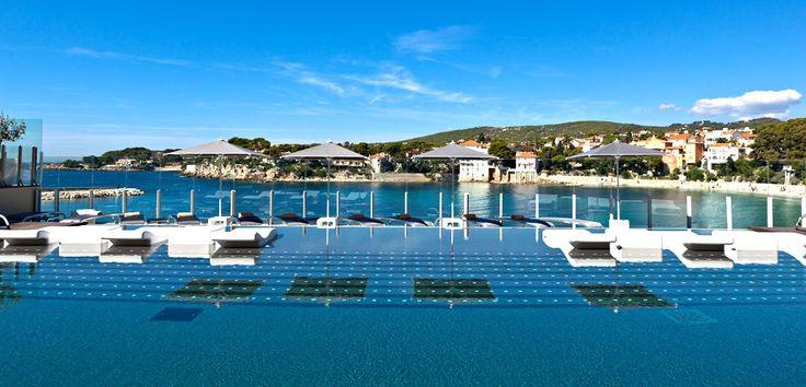 Hôtel Ile Rousse Thalazur Bandol - Provence-Alpes-Côte d'Azur - France  Un séjour de pure détente les pieds dans l'eau à Bandol