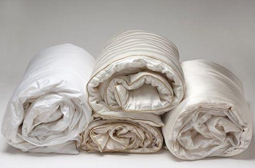 100 % rene silkedyner, både fyld og vår er ren øko-tex silke.