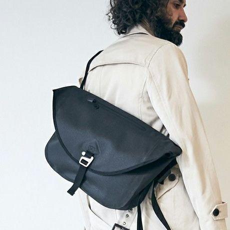 WATERPROOF MESSENGER BAG / BLACK