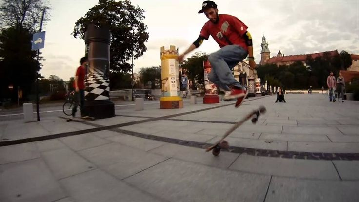 This time we went longboarding near the iconic Wawel Castle in Cracow. It's the last days of summer in Poland, but the weather was perfect for filming.
