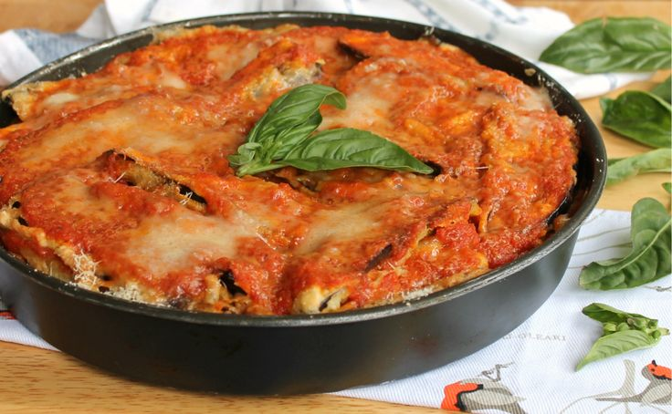 Melanzane alla parmigiana preparate secondo la ricetta originale, quella della nonna che ha una sola ma importantissima regola da rispettare.