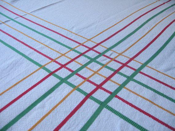 Nappe blanche à rayures colorées en coton damassé / Nappe rectangulaire / Rouge, jaune, vert / Pop / Linge de table / Vintage français