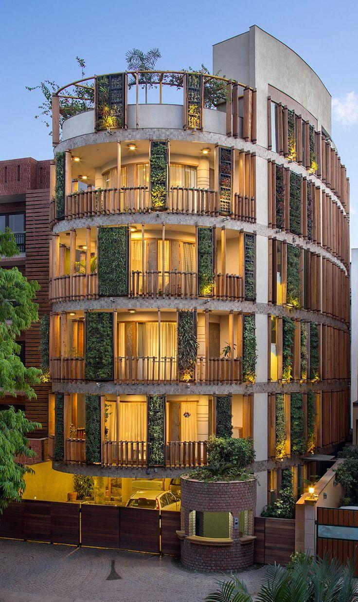 Студия дизайна Anagram Architects представила обтекаемый жилой дом в Нью-Дели