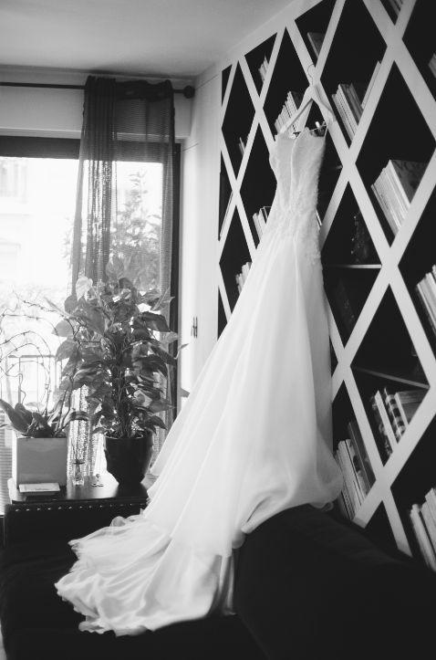 wedding dress// robe de mariée ; black&white photo// photo noir & blanc ; skiss ; dress with train// robe avec traine ; white dress  http://www.skiss.fr/