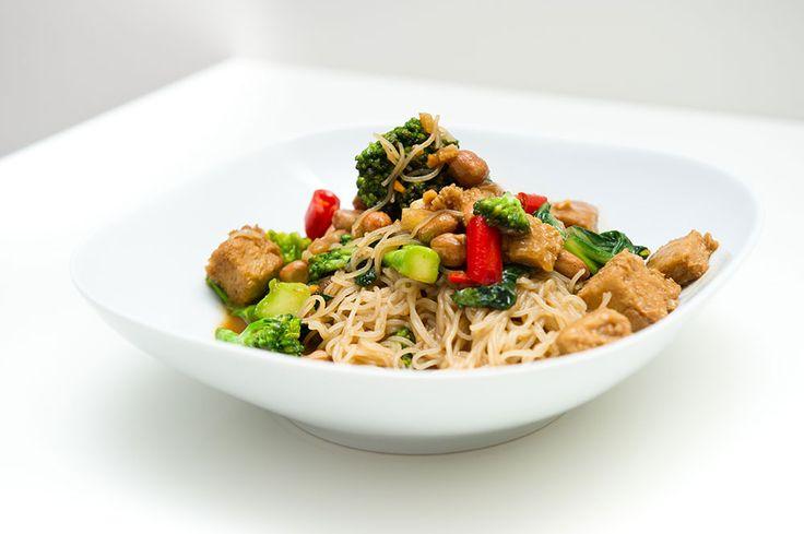 Nudler med tofu og brokkoli