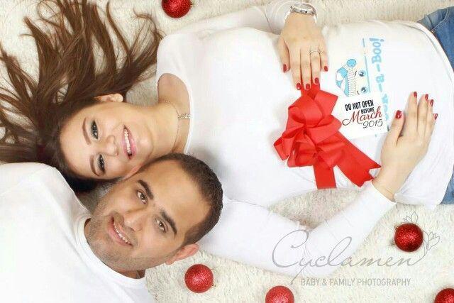 Christmas pregnancy photo session
