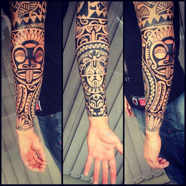 Cliente ja tinha a parte de cima. Fiz todo antebraço. #maoritattoo #maori #polynesian #tatuagemmaori #tattoomaori…