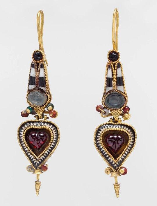 Ancient Greek earrings. 300-200 BC. The MET Museum